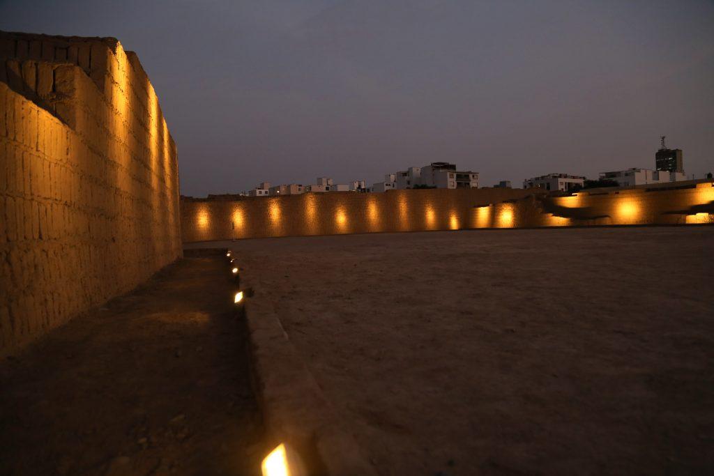 2 Huaca Pucllana abre de noche pasadizo