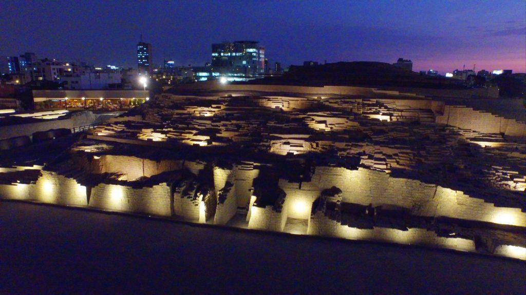 3 Huaca Pucllana abre de noche panoramica de noche