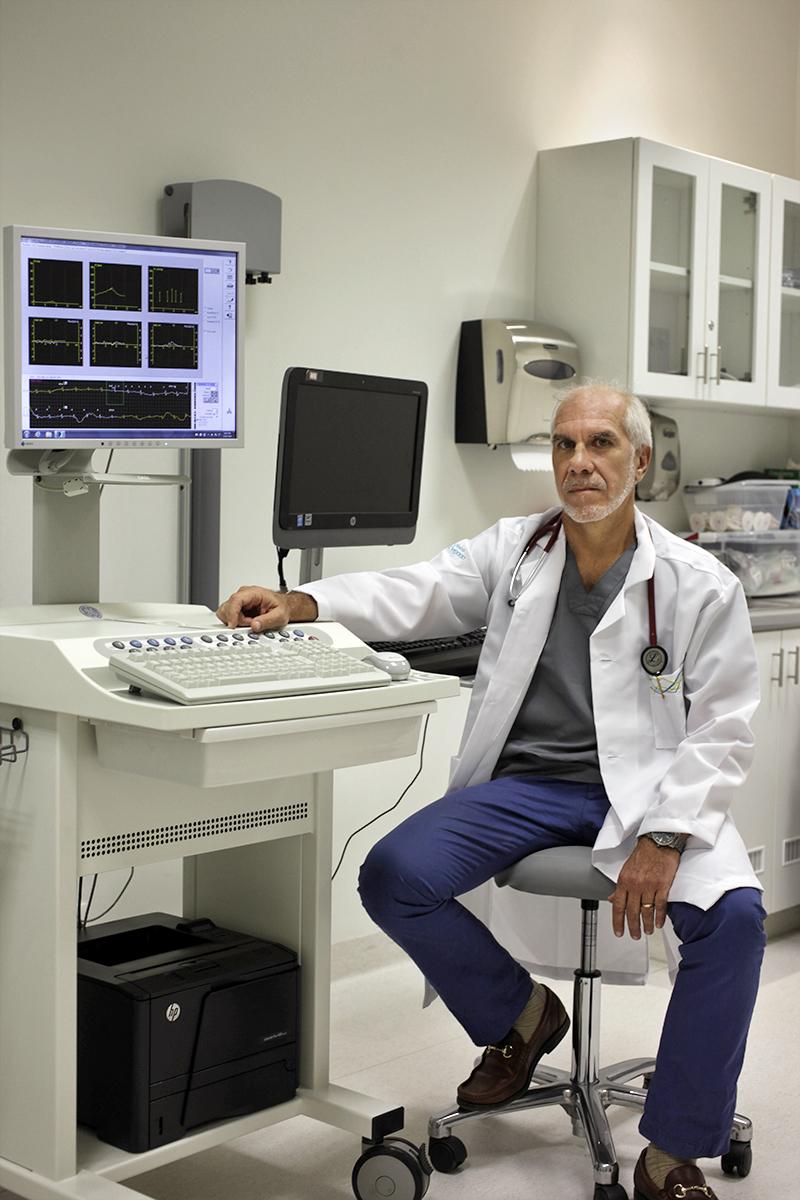 El doctor César Larrauri es cardiólogo de la Clínica Delgado.
