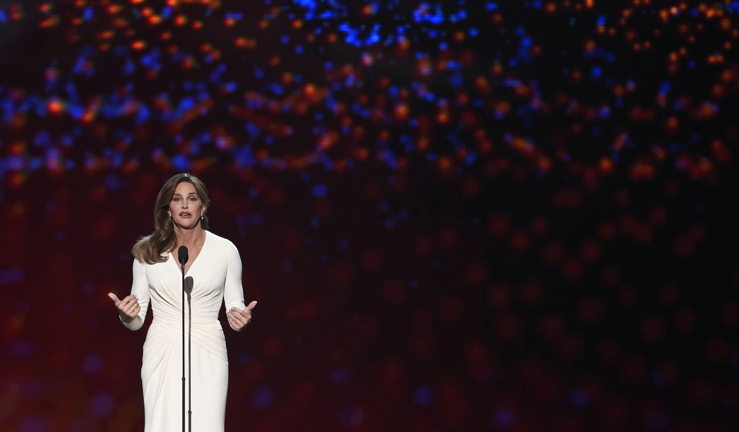 Caitlyn Jenner dio un emotivo discurso en los ESPY Awards.