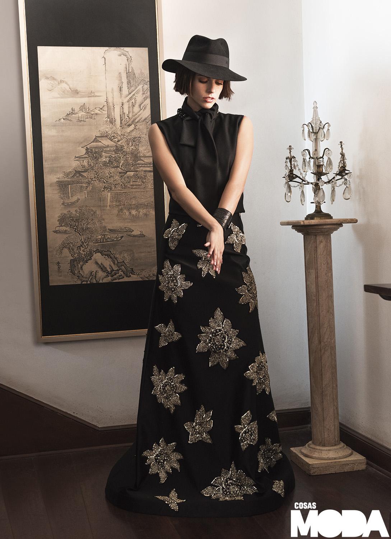 Top de Ana María Guiulfo, vestido usado como falda de Paola Gamero, sombrero de Maison Michel.