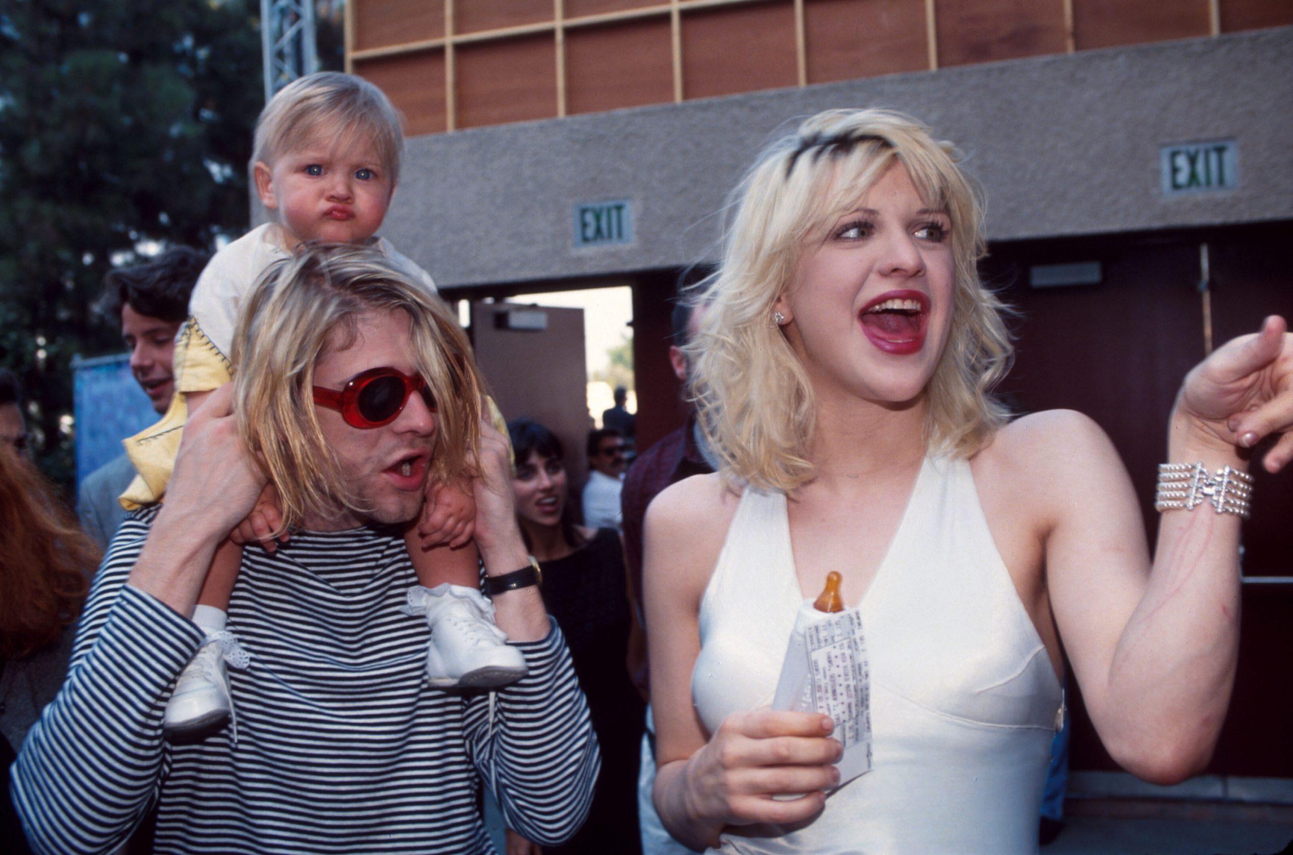 Una tierna fotografía de Frances Bean –con menos de 2 años de edad–, Kurt Cobain y Courtney Love en 1993.