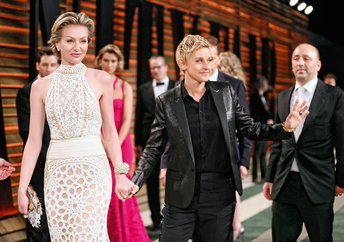 """Ellen y su esposa Portia De Rossi en su llegada a la fiesta ofrecida por """"Vanity Fair"""" por los Oscar de 2014 en West Hollywood."""