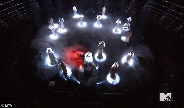 Beyonce-VMA-2016-Performance-KOKO-TV-5