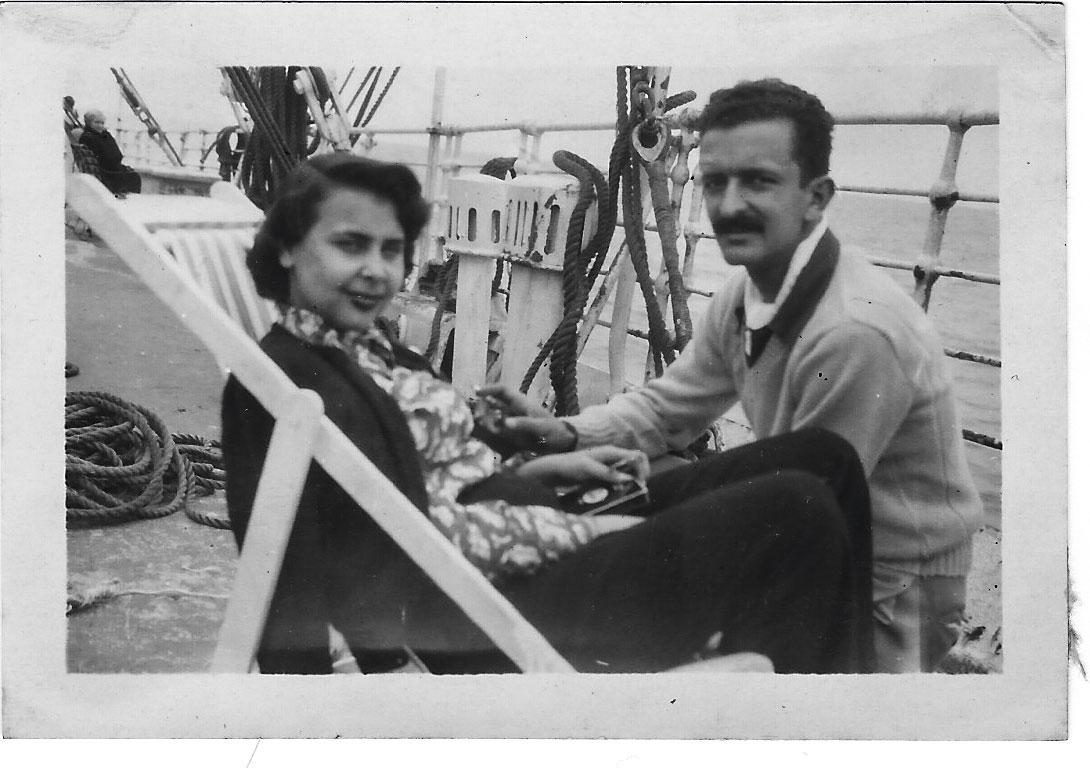 """""""Blanca no era una poeta compulsiva. Escribía cuando ya no podía más, cuando tenía que sacárselo del cuerpo"""", dice Fernando de Szyszlo, que aparece junto a ella en esta foto."""