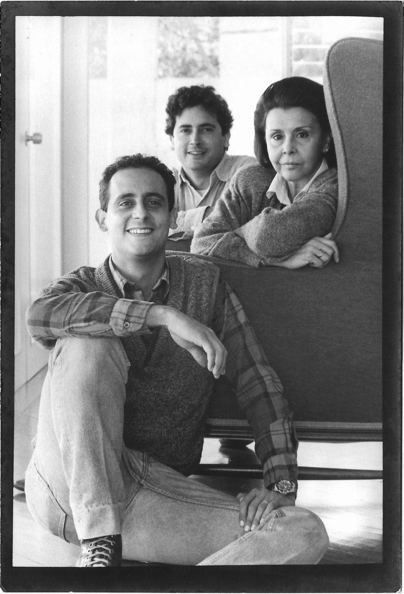 Vicente y Lorenzo de Szyszlo, junto a Blanca, en 1988.