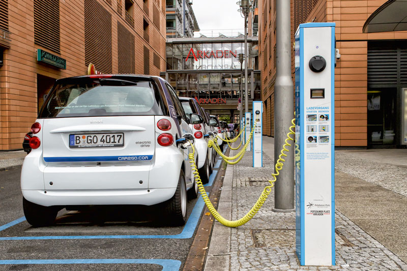 Casi todas las marcas están desarrollando tecnología híbrida, que funciona con combustible y electricidad.