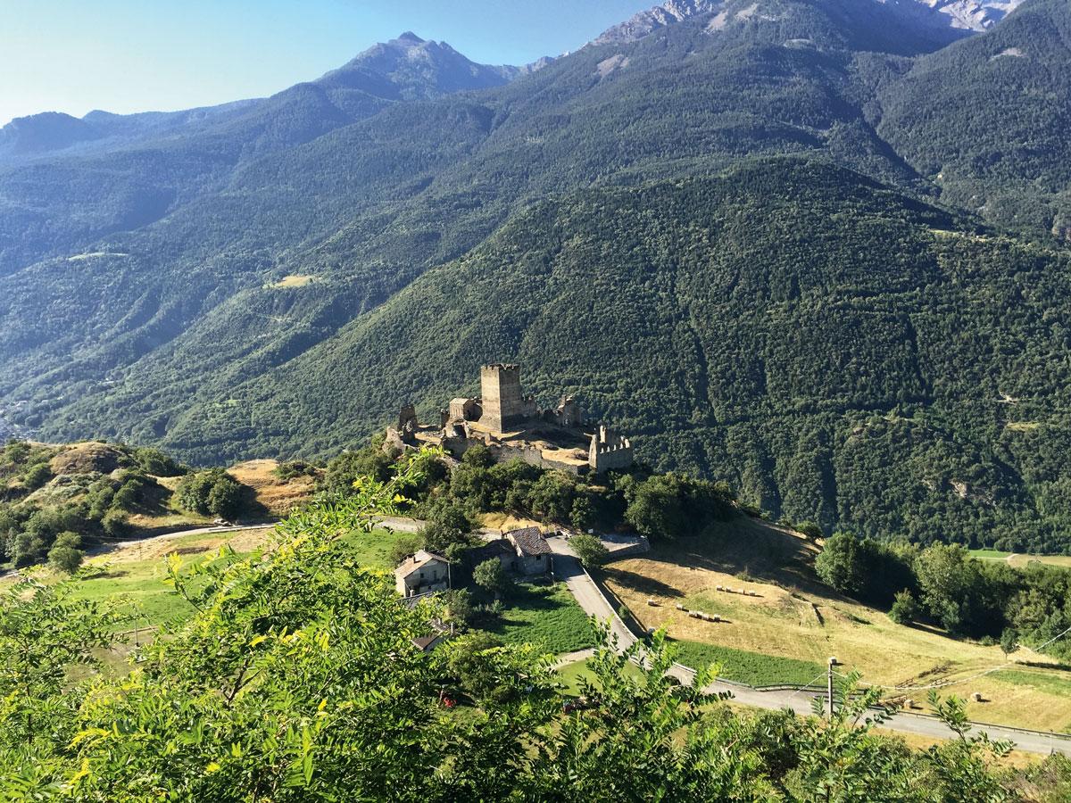 El Valle de la Aosta impresiona por ser hogar de fortalezas, palacios y edificaciones romanas que testimonian un pasado glorioso.
