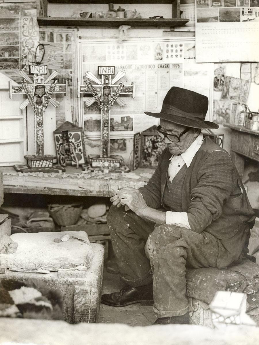 El huamanguino Joaquín López Antay (1897-1981) fue uno de los principales innovadores del arte tradicional peruano del siglo XX.