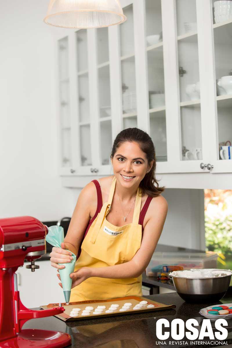 María Paz estudió Pastelería en Le Cordon Bleu, en Francia. Tras practicar en el restaurante del hotel Peninsula, en París, regresó a Lima para hacer crecer a La Felicia.