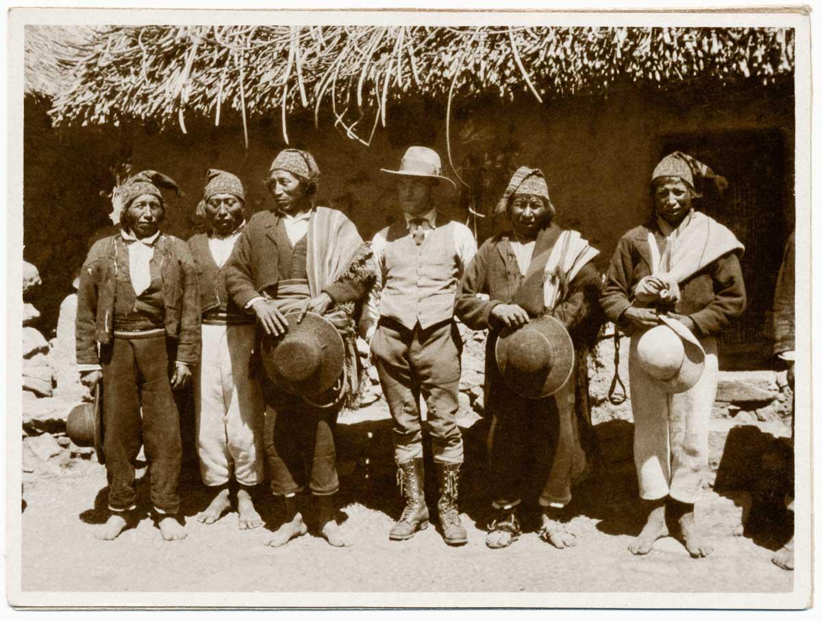 Con indígenas de la isla de Taquile, en el lago Titicaca. Puno, Perú,