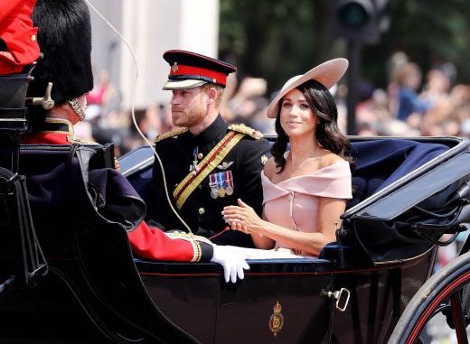 El príncipe Harry y Meghan Markle durante el desfile militar de Trooping the Colour.