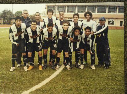 Arriba, al centro, André en las divisiones menores de Alianza Lima, en 2008