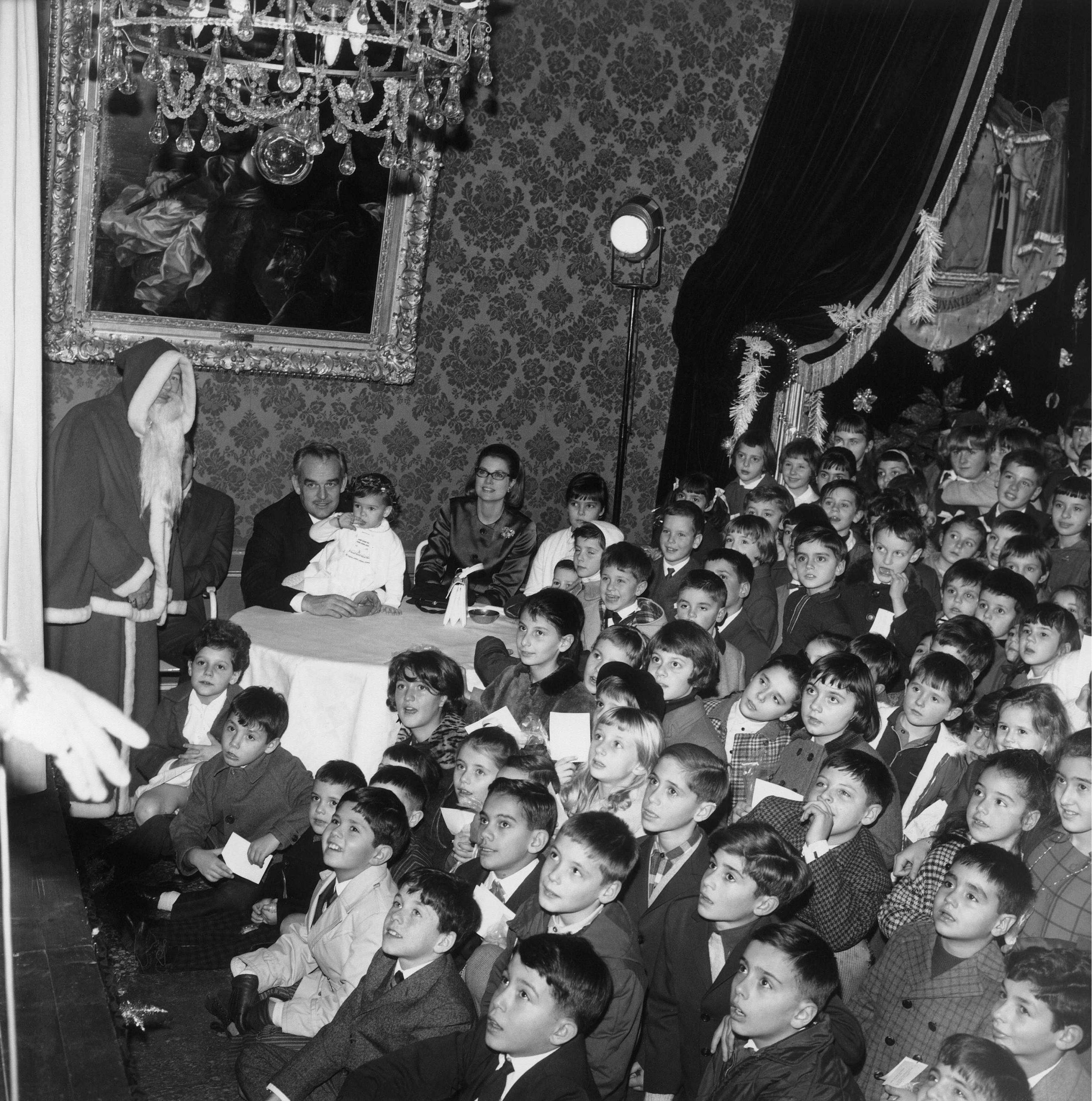 Cientos de niños celebraron la Navidad de 1966 en el Palacio Grimaldi.