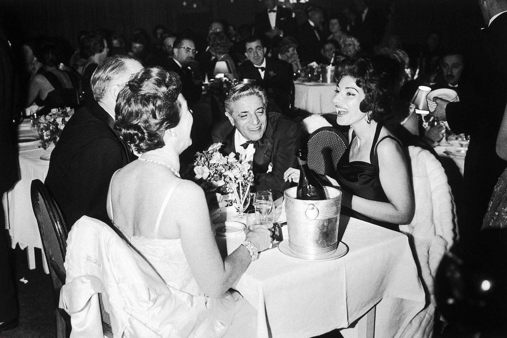 Aristóteles Onassis y Maria Callas en la fiesta de Navidad del Sporting Club de Montecarlo, en 1960.