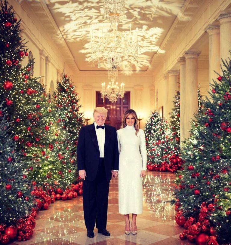 Retrato oficial del presidente Donald Trump y su esposa Melania en la Casa Blanca, en diciembre de 2017.