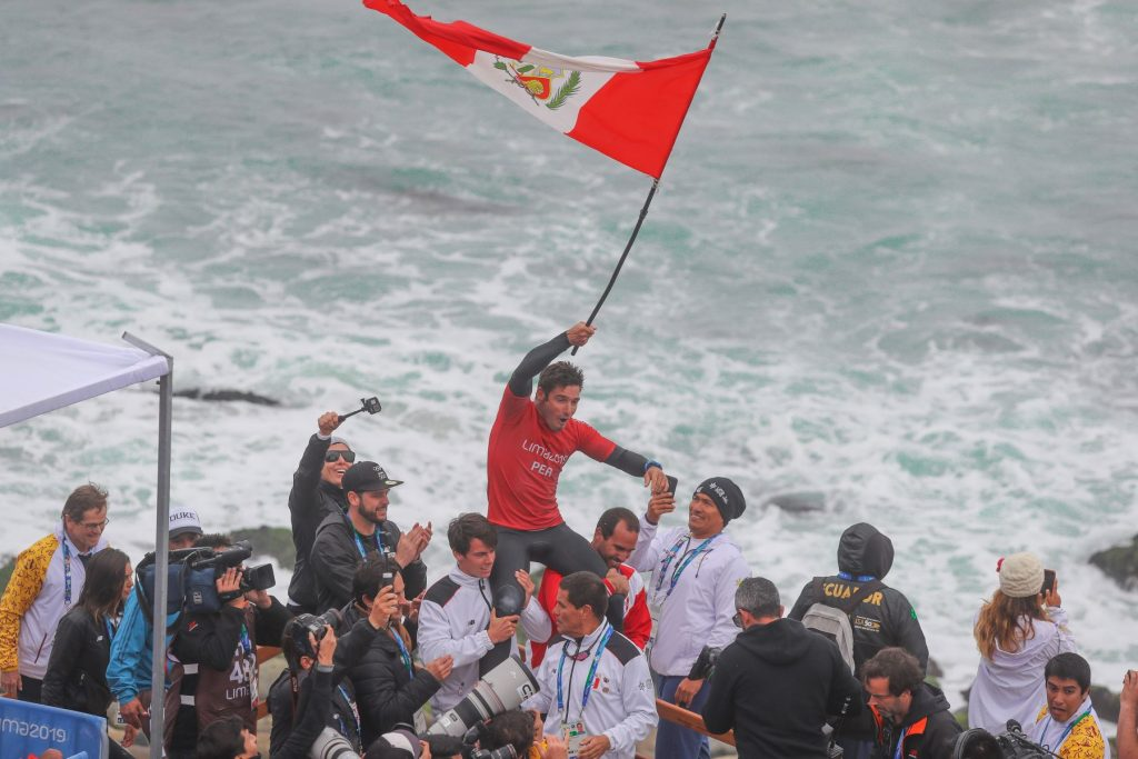 Piccolo Clemente recibió el cariño del Perú tras alzarse con el oro en longboard.