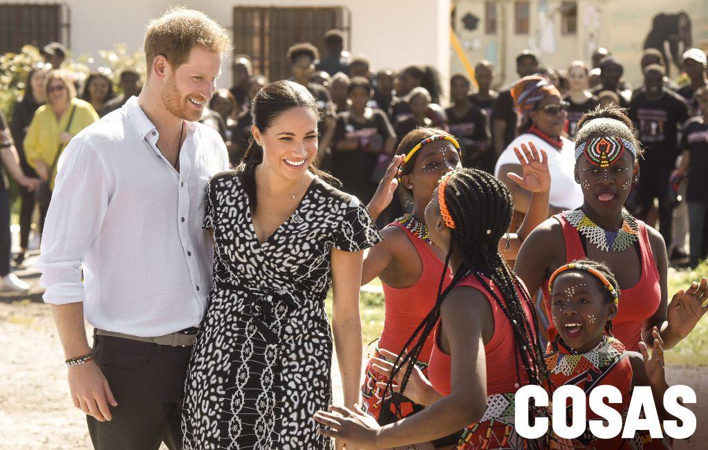 Harry y Meghan durante su visita a Angola.