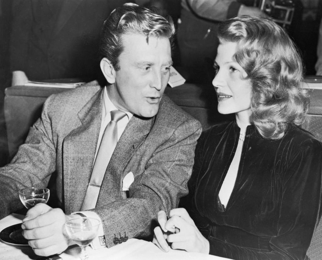 Kirk Douglas y la mítica Rita Hayworth.