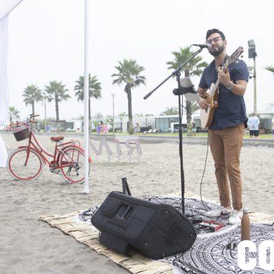 Música en vivo a cargo de Renzo Tipacti