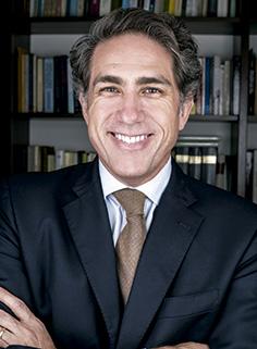 El historiador Mauricio Novoa.