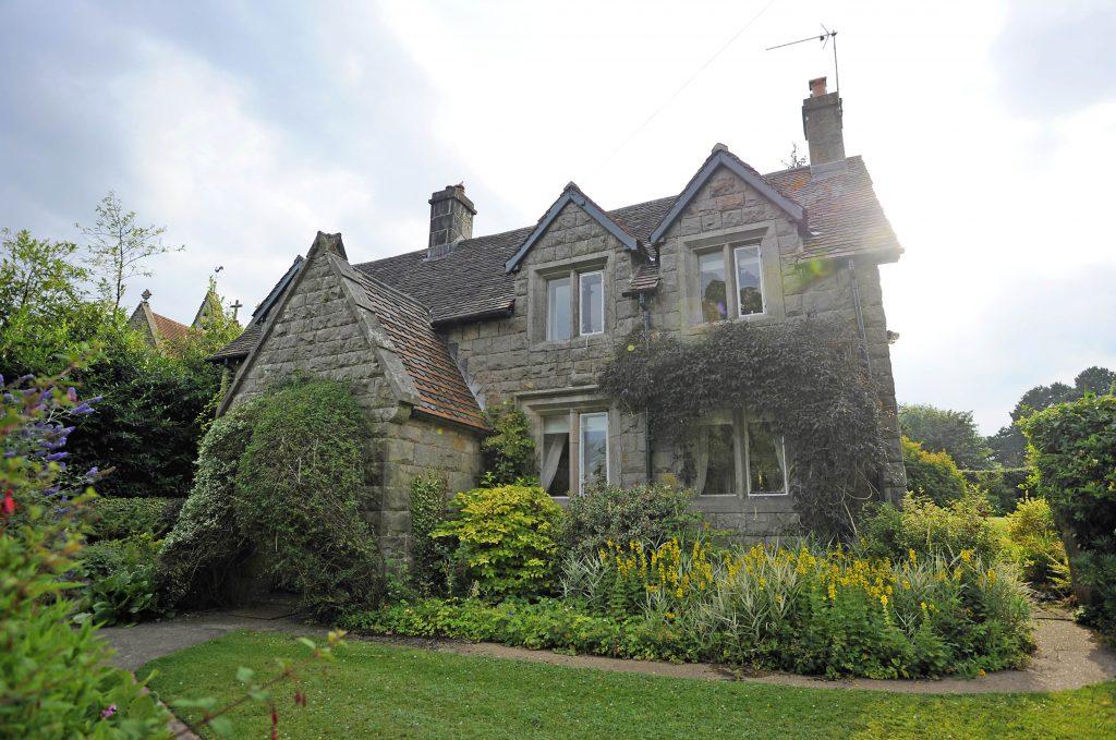 La autora de Harry Potter vivió ahí entre los 9 y 18 años, y a menudo se ha inspirado en esa casa y esos tiempos para su serie de novelas ambientadas en el mundo mágico.