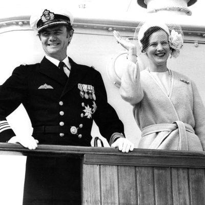 DRONNING MARGRETHE PRINS HENRIK VINKER BESØG SOMMERTOGT UNIFORM