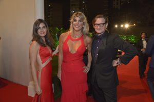 Isabel Miró Quesada, Rosmarie Schuller y Hamish Bowles fiesta