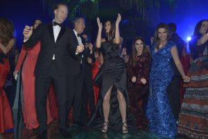 Demi Moore en Lima para la 3ra Gala del MATE. Jan Olsen, Mario Testino, Demi Moore, Jackie Hoffman y Jackie Simon.
