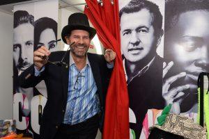 Jack Cohen, en el photobooth de COSAS, en la inauguración de la Galería Impakto.
