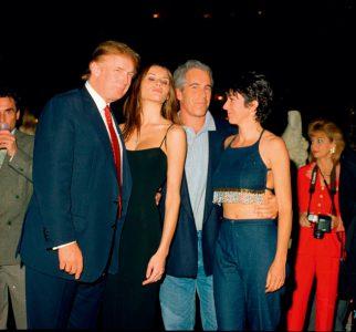Trump, Melania, Epstein y Ghislaine Maxwell en el club Mar-a-Lago, en 2000.