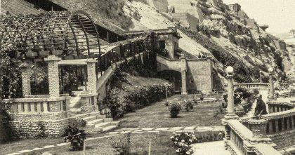 Luis Antonio Eguiguren, en los jardines ubicados en la parte baja de la antigua casa de Chorillos.