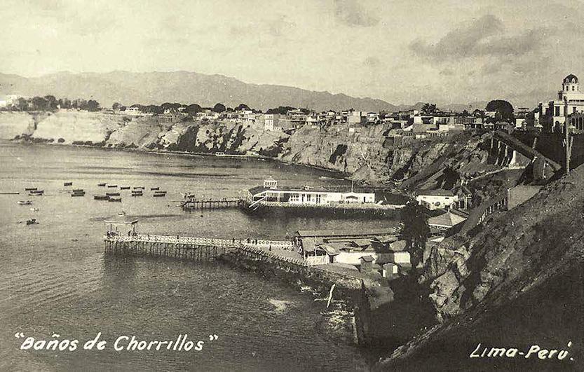 Postal de la época, en la que se luce el Club de Regatas Lima y, al fondo, el muelle de la casa de los Eguiguren Barragán.