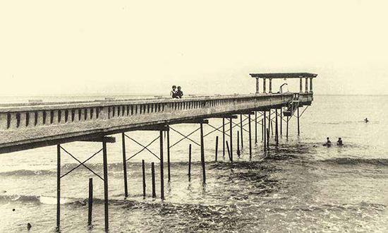 Así lucía el antiguo muelle de la casa, ubicado en la playa Agua Dulce, en Chorrillos.