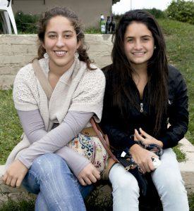 Alejandra Pérez y María Gabriela Cadenillas, en el Club Hípico