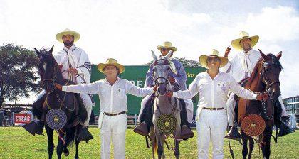 Caballos de paso en Chaclacayo, 1999. Bernardo Gleiser, Juan Manuel Rizo Patrón, Ernesto Cortez, Felipe Thorndike y Jaime More.