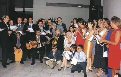 Los 90 de Virucha, 2000. Los hijos y nietos de Elvira Acuña de Graña le dedicaron una serenata criolla