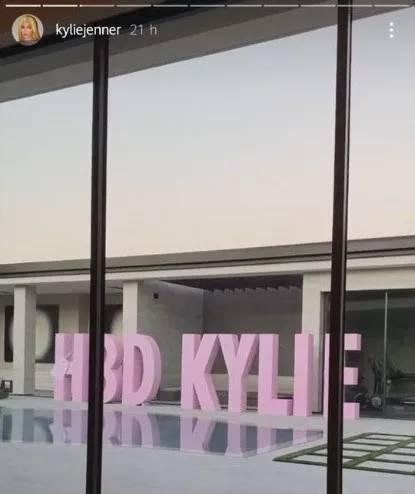 Kylie Jenner cumpleaños (1) (1)