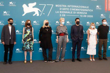 Blanchett, en el medio, con los miembros del jurado Nicola Lagioia, Joanna Hogg, Veronika Franz, Matt Dillon, Ludivine Sagnier y Christian Petzold se unen contra Netflix.
