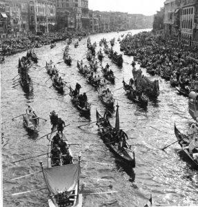 Así se vio el Gran Canal, cuando los invitados, luego de días de travesía por Europa, hicieron su entrada a Venecia.