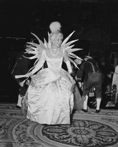 Genevieve Fath, destacada como la reina de la noche.
