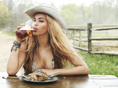 Beyoncé captada por la mirada atrevida de Ruven Afanador, en 2011.