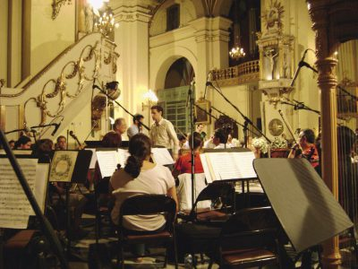 Juan Diego eligió, junto a su primer maestro Andrés Santa María, el repertorio musical de la boda.