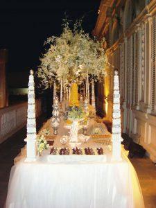 Mesa de dulces surtidos en la que destacaron las marquesitas, los pirotines de chocolate, las operitas, los napoleones y las florentinas.