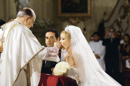 Los novios y el cardenal Juan Luis Cipriani, quien ofició la ceremonia.