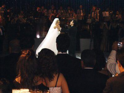 """Matrimonio de Juan Diego Florez: Los recién casados bailan """"Bombones de Viena"""", de Johann Strauss, en homenaje a la ciudad donde se conocieron."""