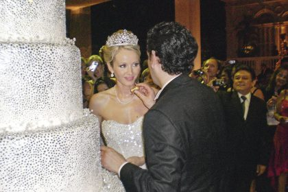 Matrimonio de Juan Diego Florez: Tanto el ambiente como la torta hicieron juego con el traje de la novia.