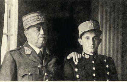 Óscar R. Benavides, mariscal del Perú, dos veces presidente de la República y héroe del conflicto de la Pedrera (1911), y su hijo, José Benavides, futuro general y ministro de Estado. Lima, 1940