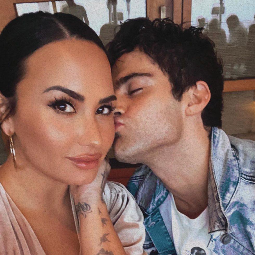 Demi Lovato y Max Ehrich compromiso 3