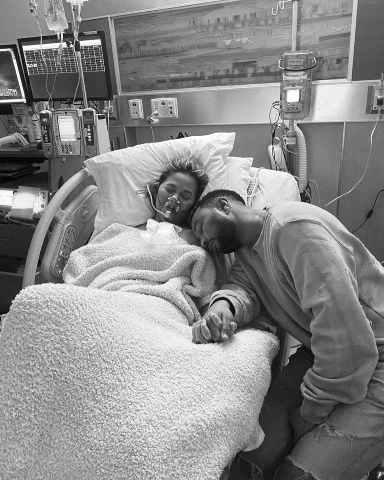 Chrissy Teigen y John Legend bebe 3
